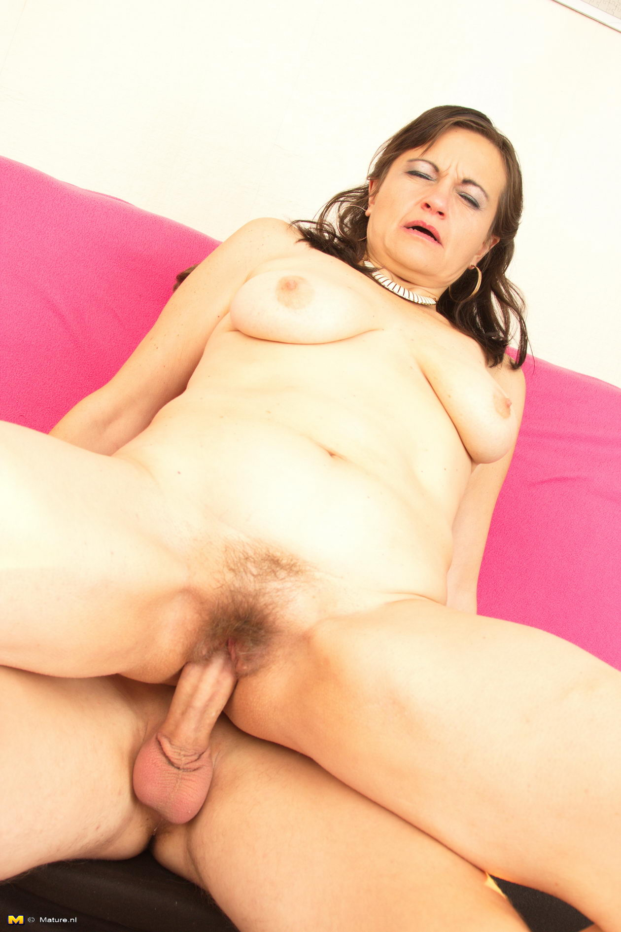 OLLIE: Mature mother fucking her toy boy