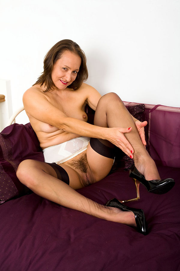 JASMINE: Milf checking her stockings