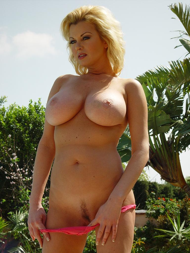 Big Tits Sucking Threesome