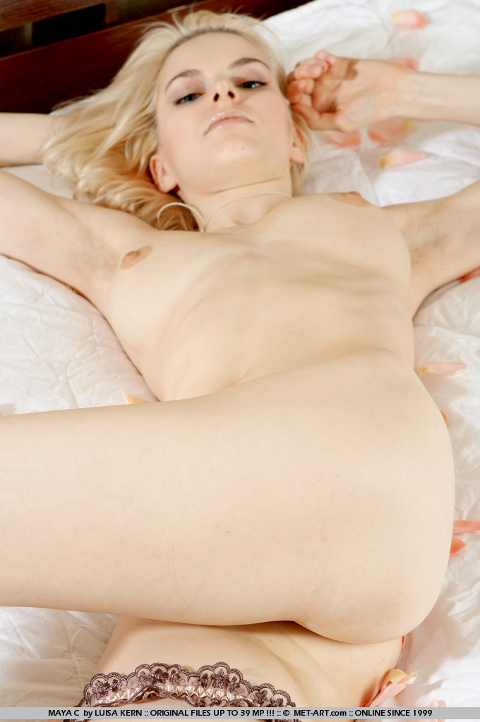 Video Of Hot Young Blonde In A Hotel On A Soft Bed