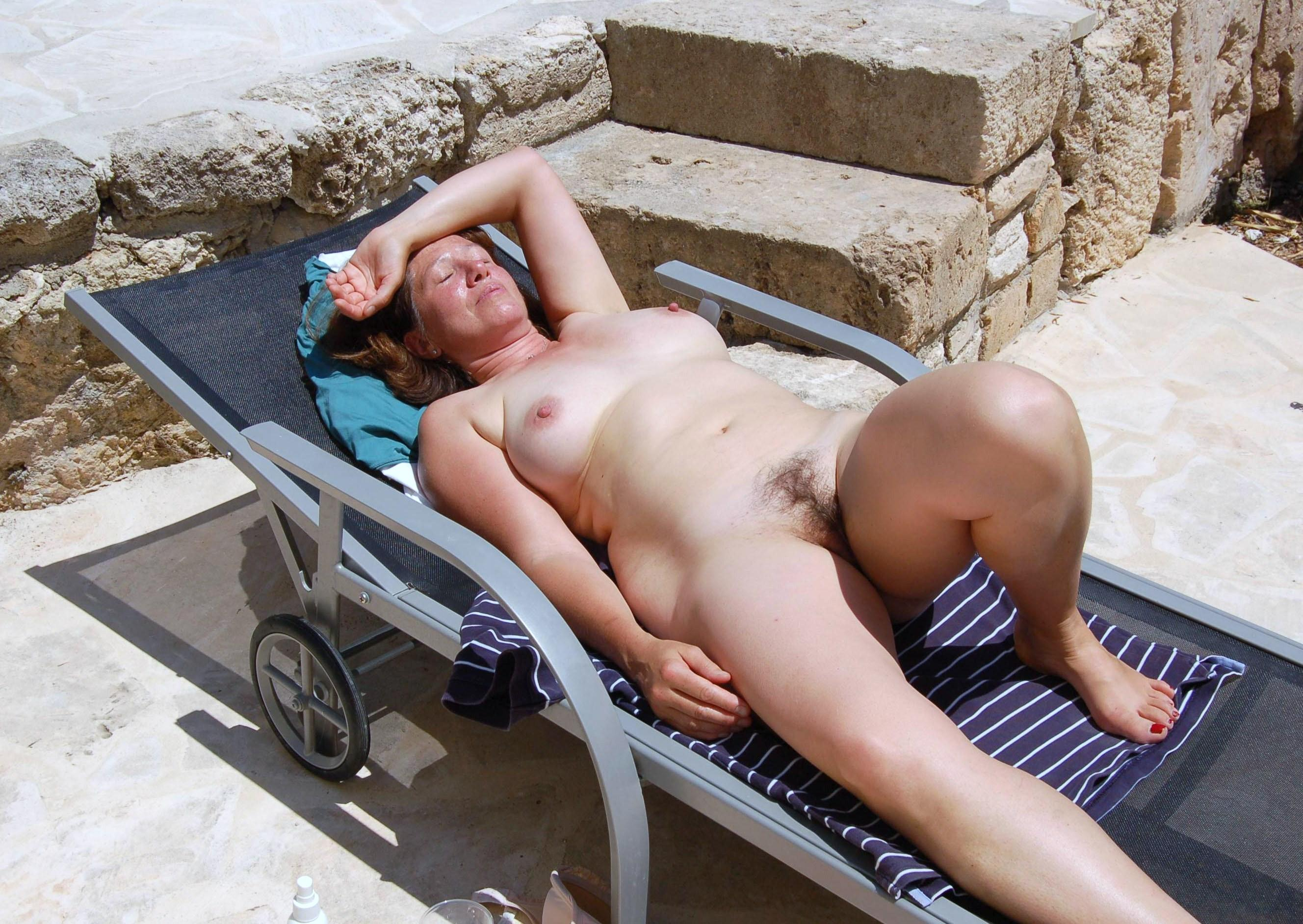 xxx-mature-nude-in-public