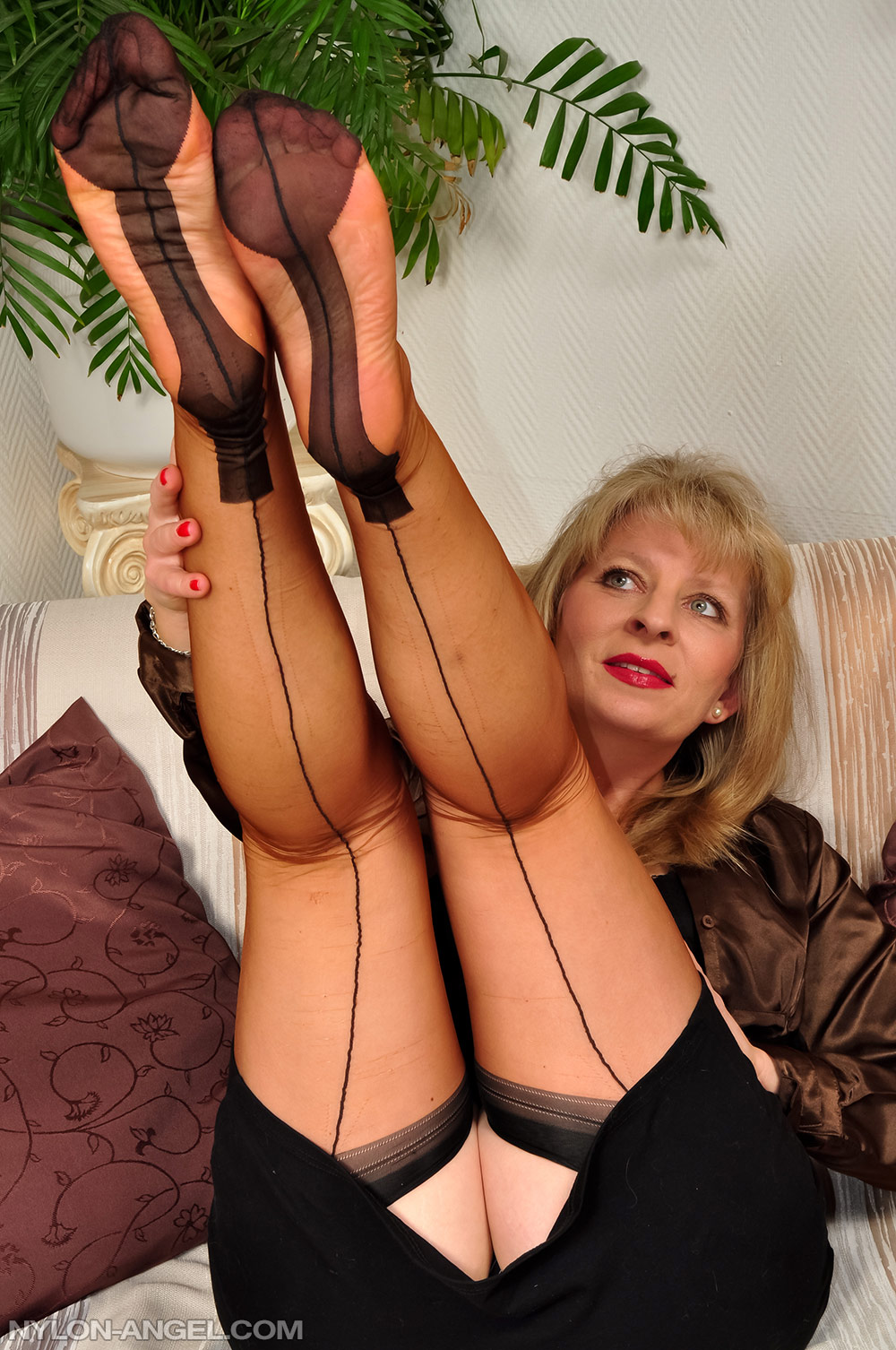 Old Mature Feet Worship