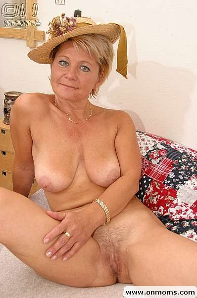 Naked blonde mature