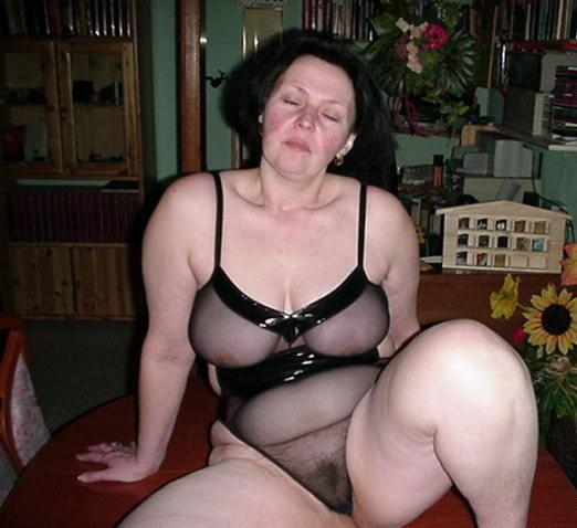 Naked babes leg spreading