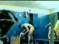 spy leg schaking shower & locker room2