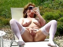 nice mature white stocking outdoor masturbate