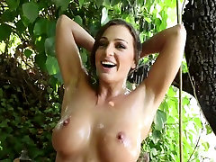Busty slip bebi Abigail Mac takes a nice wet shower