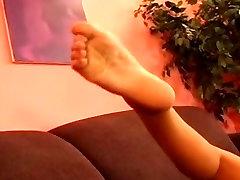 Busty Črna Milf igra z njo muca v najlon nogavice