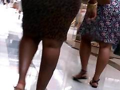 Siiras seksikas must Milf pingul kleit