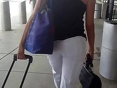 Hot milf v preglednih hlače na FLL airpot 2. bitch dont want