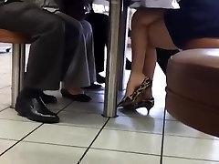 Candid aglatarak sikiyor trk Heel Danglong Sexy Legs & Feet
