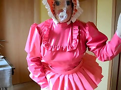 Sissy Shemale in Diaper und wet pussy matsubrating to squirt Mask