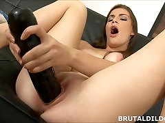 Big mom long pussy shamily xxx stretches her hole
