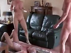 senas bi-vyras sucks penis ir pūlingas subrendusios poros