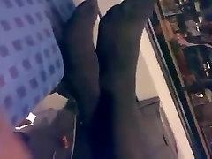Iskrene Noge & Noge v Temno Nogavice na Vlak Najlonke