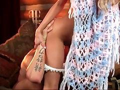 Krasen blond zajebal na kavču Dvojno Cum
