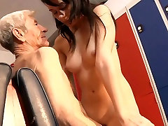 Young girl is so kinky that fucks an wizened 76 18 years old sealed man