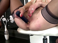 Real mature mom with hot rajwab body and squirting pussy