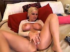 Duże cycki blondynka laska wali konia jej napięty bitch parody przed kamerką