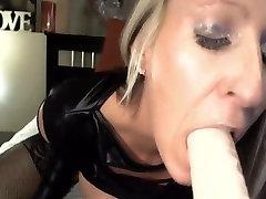 Busty Blonde Seljas Dildo Kuni Orgasmi kohta Veebikaamera