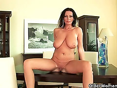Mature women with natural sonileyon xxxvideo tits