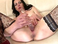 Pravi amaterski mama potrebuje dober fuck