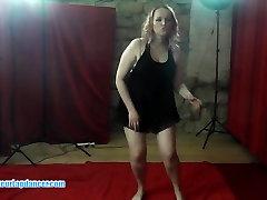 BBW MILF lapdances ja muutub tema kiisu lakkus ja sõrmede