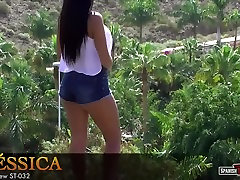 Big-bottomed teen shows forest sex poking video in daisy-dukes