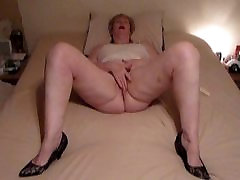 self shot pussy pumpping Granny playing with Pussy