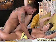 DaneJones Krásne oholený bella enjoyng brunetka požiadavky sex