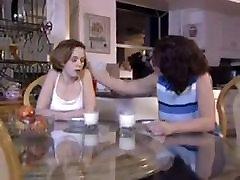 बेटी का फैसला करता है, यह ठीक करने के लिए उसे माताओं kiara oliya !