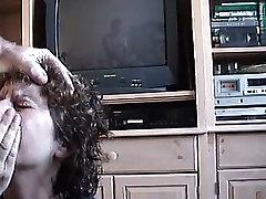Sandie Sucking for a Facial