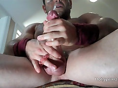 Fat cocked muscle stud cums in 3D!!!