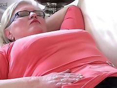 OldCunts esitleb secretary st amatöör vanaema koos näljane kiisu