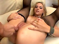 Milf blonde loves her own creampie