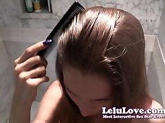 Meitene mazgāšanas liels svaigs cumshot no viņas matus