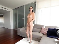 Sexy TOP tranny Domino Presley needs a good fuck
