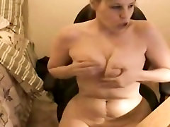 Chubby amateur masturbates on weccam