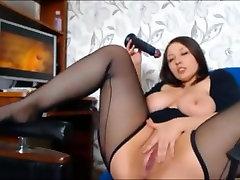 एमेच्योर श्यामला लड़की हस्तमैथुन करने के लिए अश्लील और अधिक