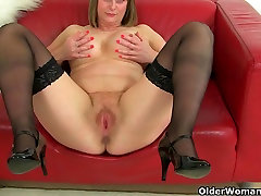 British milf Jessica Jay works her webcam drugs pussy