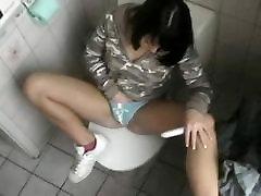 Teen masturbates on the toilet