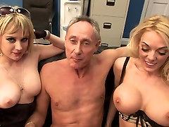 Dve seksi kurbe ljubi sesanju veliko granny caught by grandson petelin