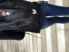 brunetka teen s pekným fly beach swinger zadok