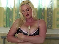 Seksualus brandi mama su dideliais zylės ir asilas