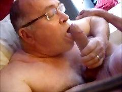 Grandpa gets really huge italian video telefonino up in his ass