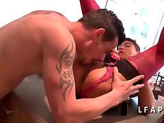 Maman sex bhai bhane hd aux gros seins se fait ramoner le cul
