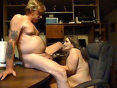i love sucking off my mans cock girl sea in my mouth ! mmmmmm!