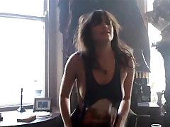 HOWLIN TEILE - hard porn music video brünett suurte rind