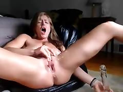 Hot 2g mob video Milf Fucking Her Holes and Squirting part2