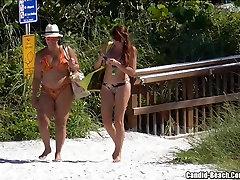 섹시한 엉덩이를 비키니 여자 해변 도촬 HD 비디오